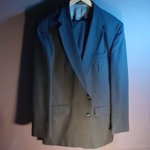 46XL Phillip St. John grey 2 pc suit